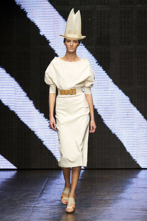 54bc1c1c24c03_-_hbz-nyfw-ss2015-trends-white-out-03-donna-karan-rs15-1922-lg.jpg