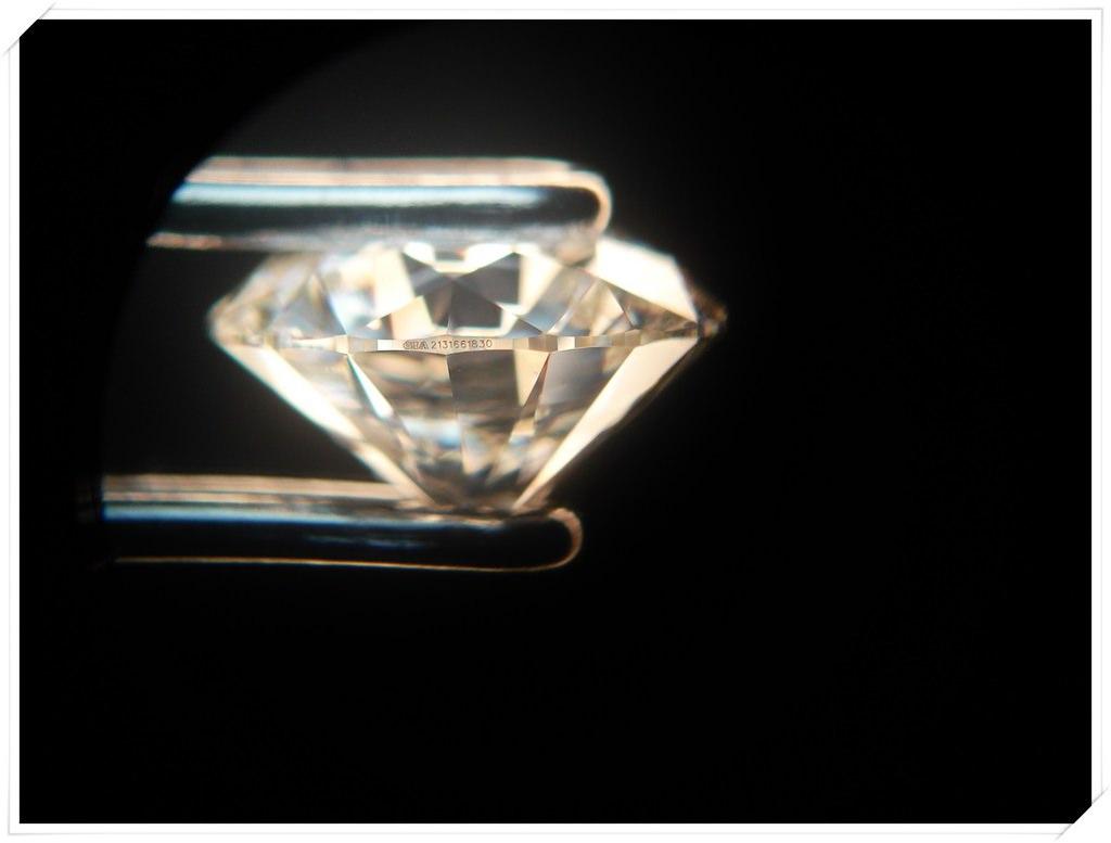 顯微鏡下看鑽石號碼.JPG